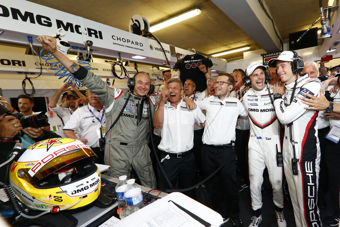 Amiel Lindesay (Crew Chief), Fritz Enzinger (Vice President LMP1), Andreas Seidl (Team Principal Porsche Team), Porsche LMP Team: Earl Bamber, Brendon Hartley (l-r)