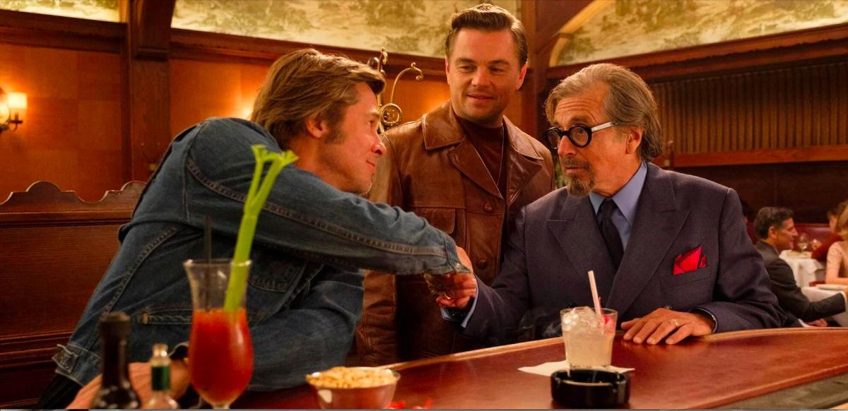 Brad Pitt, Leonardo DiCaprio y Al Pacino en Musso & Frank Grill | Crédito: Andrew Cooper, Columbia Pictures