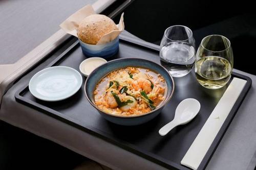 キャセイパシフィック航空 香港の人気料理を機内食で提供