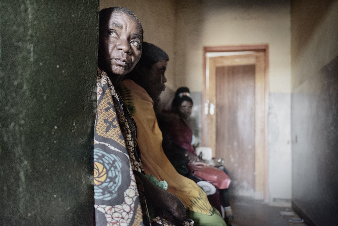 Women sitting in Milepa Health Centre waiting room to be screened for cervical cancer. Photographer: Luca Sola