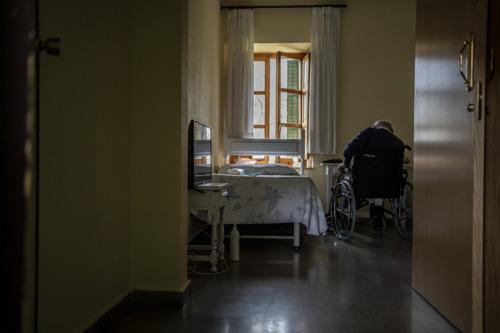 Spanien: Ärzte ohne Grenzen ruft zu Schutz vor Covid-19 in Pflegeheimen auf