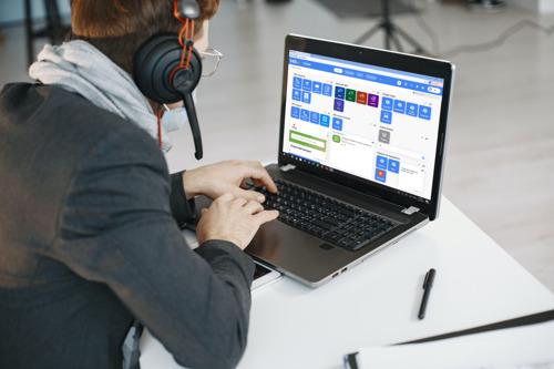 Telenet et YES.be apportent des ordinateurs portables, internet et des compétences numériques directement dans la salle de classe