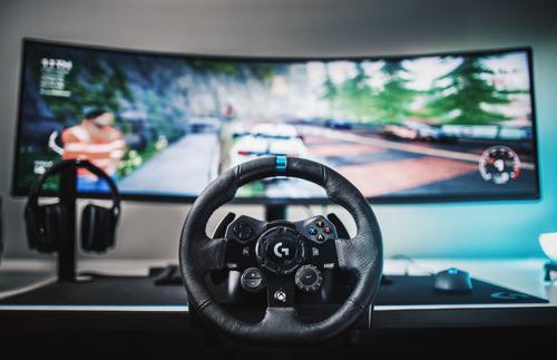 Logitech G lleva las carreras de autos a otro nivel con el nuevo volante G923 con tecnología TRUEFORCE