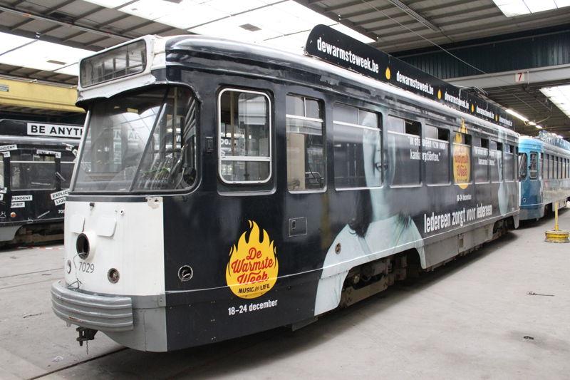 PCC-tram met reclame voor De Warmste Week van Studio Brussel (foto: Vavato)