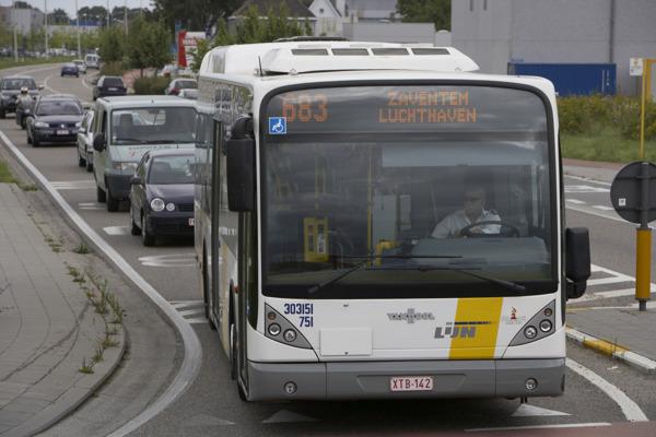 Bus 683 bedient in één richting het centrum van Hofstade