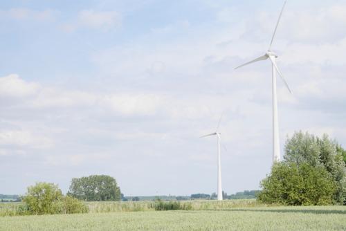 Een project van 2 nieuwe windturbines om te voldoen aan de energiebehoefte van het farmabedrijf Takeda in Lessines