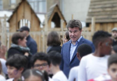 Gatz investeert in nieuwe speelplaatsen voor zeven Nederlandstalige scholen in Brussel