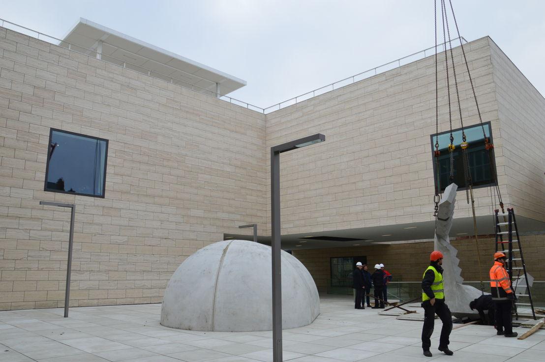Installatie trapsculptuur Hannes Van Severen (c) M - Museum Leuven