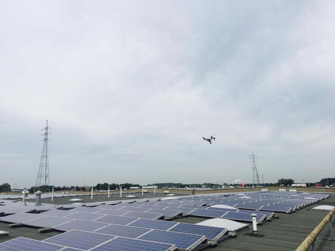 Première en Belgique: Eneco utilise des drones pour contrôler ses installations solaires