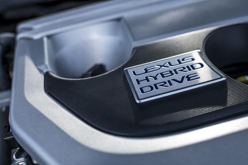 CONFRONTATION ENTRE DEUX HYBRIDES LEXUS, LE CROSSOVER UX 250h ET LE SUV RX 400h