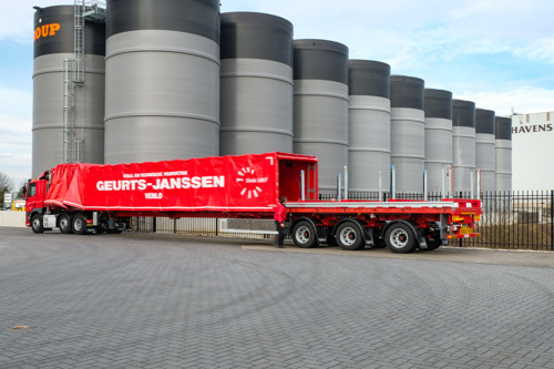 Quick and safe loading/unloading with the new sliding canopy system for Nooteboom Teletrailer