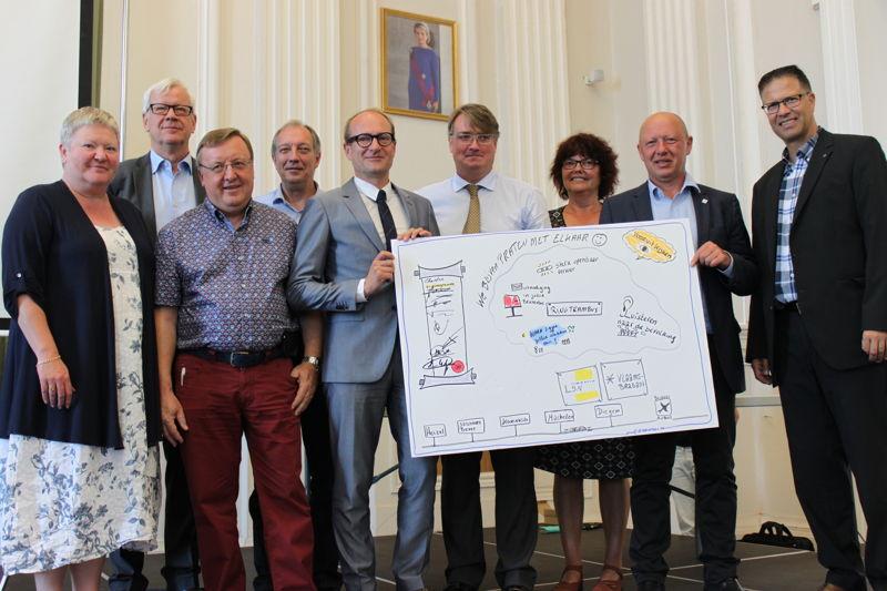 Trambusparlement met betrokken gemeenten, provincie, minister en De Lijn.