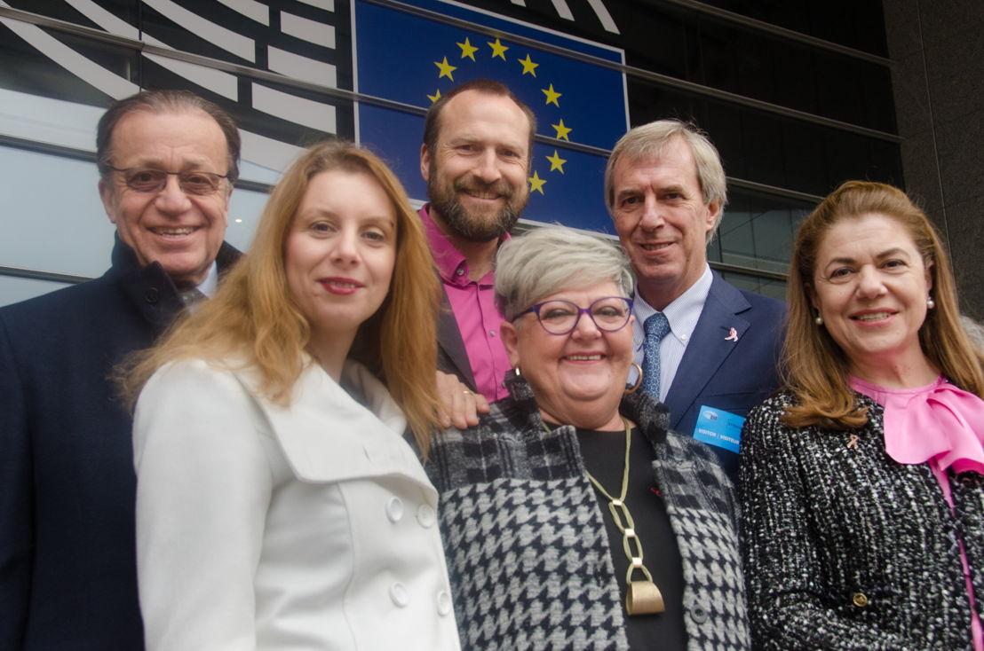 De gauche à droite: Alberto Costa, Jürgen Vanpraet, Riccardo Masetti (dessus) et Christiana Mitsi, Nela Hasic, <br/>Mihaela Geoana (dessous)