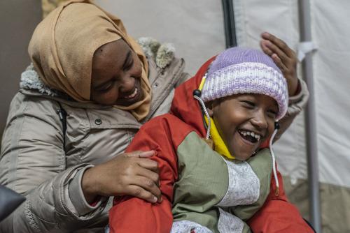 Griekenland weigert gezondheidszorg aan ernstig zieke vluchtelingenkinderen op Lesbos