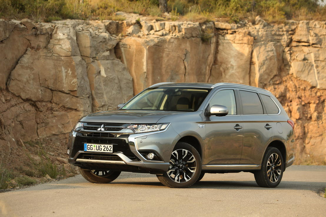 2015-New Outlander_MY16