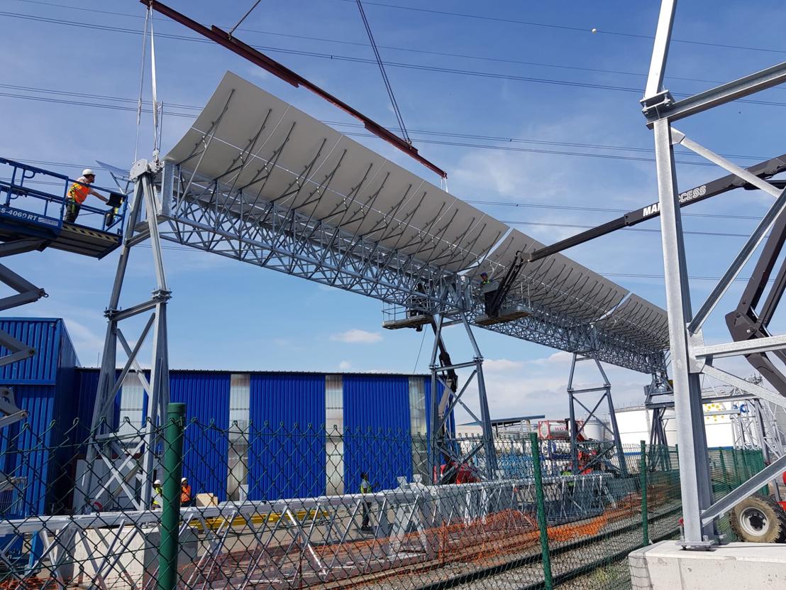 Baanbrekend groene warmte project met zonnespiegels in de haven van Antwerpen