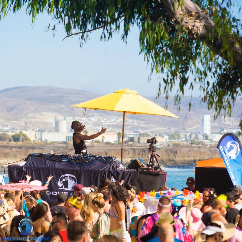 Green Velvet Beachfront Party @ Ensenada credit: @veranmiky