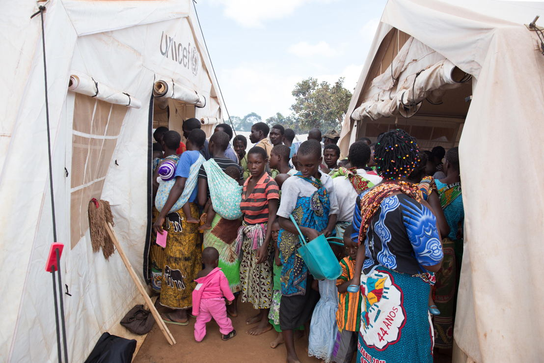 People queue outside a Doctors Without Borders (MSF) clinic. <br/><br/>Over 5.800 Mozambican nationals have camped in the village of Kapise 2 in Malawi after fleeing their homes in Mozambique, the majority of them women, children and the elderly. Half of the consultations in the MSF clinics are malaria cases. © James Oatway / MSF