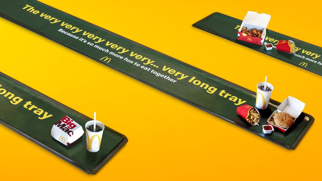 """McDonald's® geeft zijn dienblad een sociale twist met """"The very very very very...very long tray"""""""