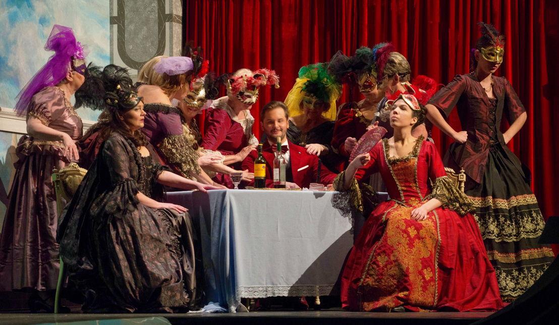 Operette & dans classics(c)BOT