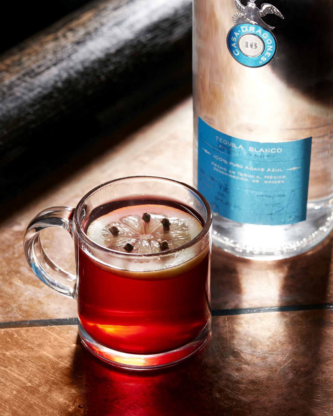 Prepara con Tequila Casa Dragones Blanco los mejores cocteles para acompañar las fiestas de fin de año