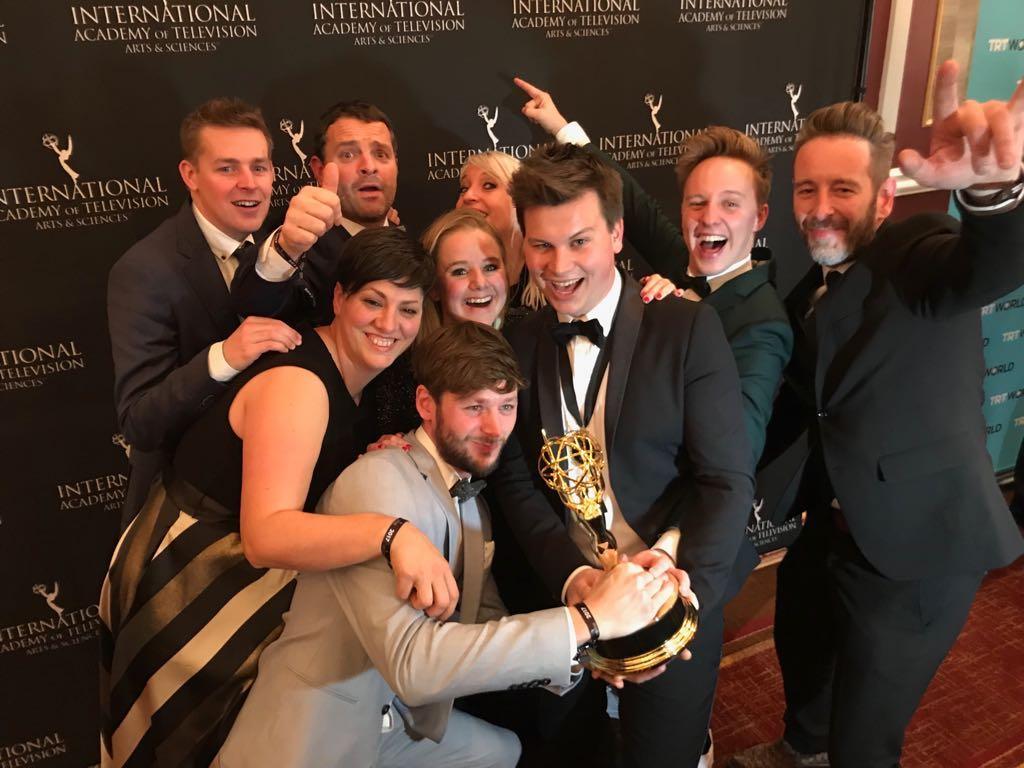 De ploeg van Sorry voor alles met de International Emmy Award (c) VRT