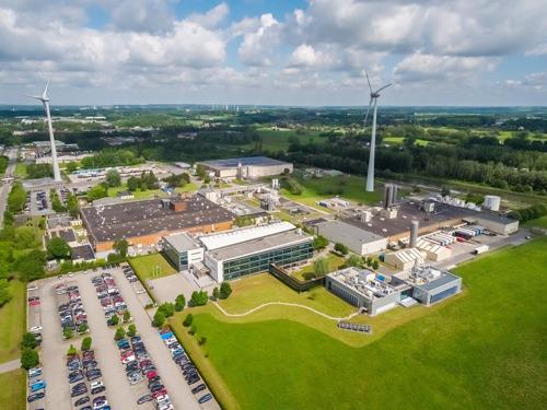 Een windturbine van Luminus op de site van Dow Silicones te Seneffe