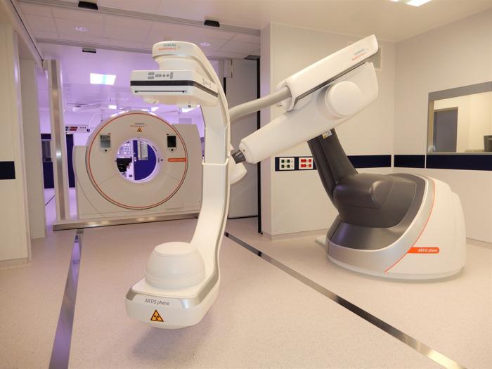 Preview: Belgische primeur: Siemens Healthineers bundelt robotische beeldvorming en volwaardige CT-scans voor doorbraak in minimaal invasieve ingrepen