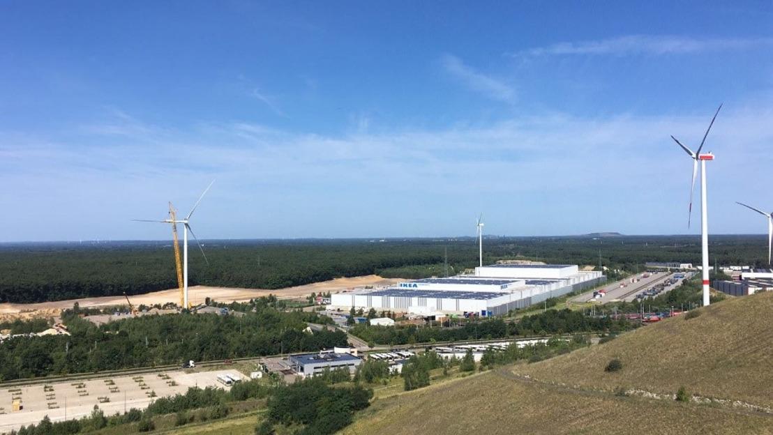 Eerste windturbine IKEA België voorziet distributiecentrum in Winterslag van groene stroom