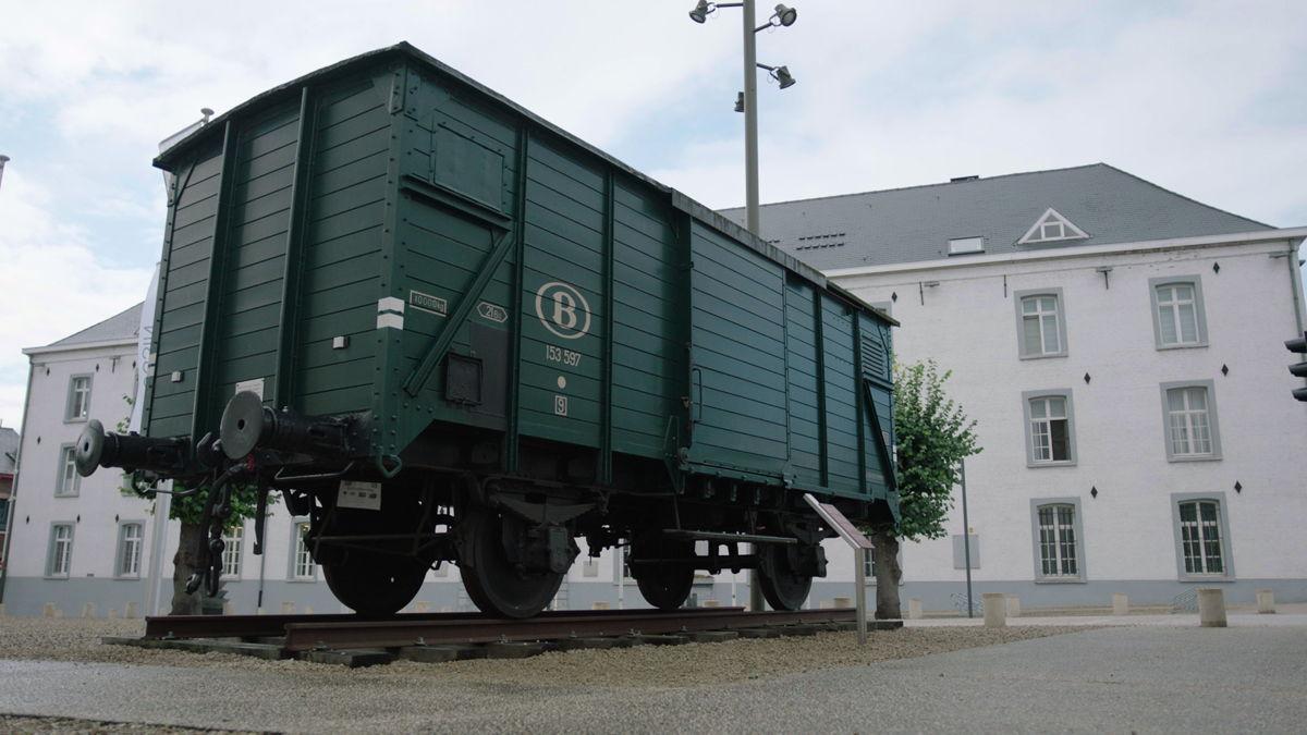 Dossinkazerne met wagon van Jodentransport © Kazerne Dossin