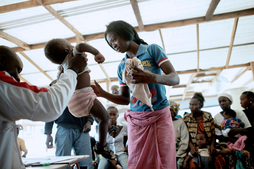 MSF159679<br/>A mother gets medical advice at a Medecins Sans Frontiers (MSF) hospital at a displaced persons camp in M&#039;Poko, Bangui.