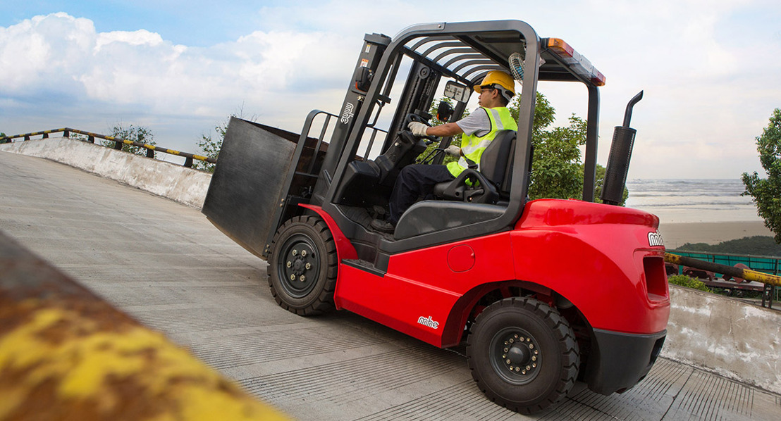 MHE-Demag introduces a new range of Internal Combustion Forklifts