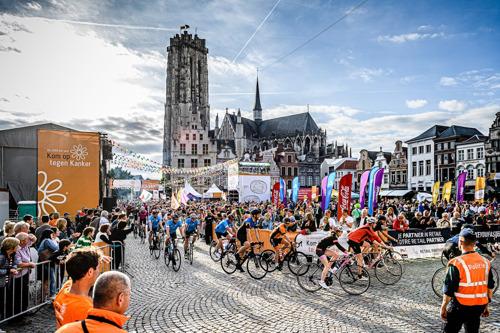 Persuitnodiging ondertekening vijfjarenovereenkomst tussen Kom op tegen Kanker en stad Mechelen voor de 1000 km voor Kom op tegen Kanker