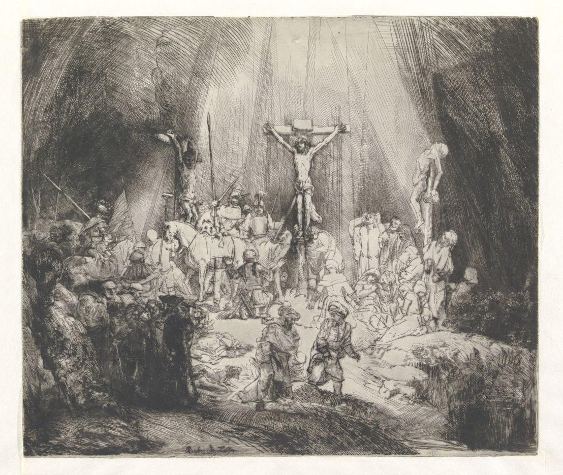 « Les Trois Croix » en trois états de Rembrandt<br/>Les estampes du maître hollandais font incontestablement partie des pièces maîtresses de l'art de la gravure européen. Le Cabinet des Estampes de la Bibliothèque royale est en possession d'un ensemble quasi complet de l'œuvre graphique de Rembrandt, généralement sous forme d'épreuves rares et remarquables par leur beauté, comme celles des « Trois Croix ». Rembrandt y jongle avec la lumière et fait contraster des parties claires, pratiquement non travaillées, avec des parties aux tons proches de l'encre noire. Cette estampe a été exécutée à la pointe sèche, technique qui consiste à graver des traits directement dans le métal à l'aide de cet outil pointu.<br/>Comparez vous-même en détail ces trois versions :<br/>•http://uurl.kbr.be/1492477<br/>•http://uurl.kbr.be/1492478<br/>•http://uurl.kbr.be/1492479