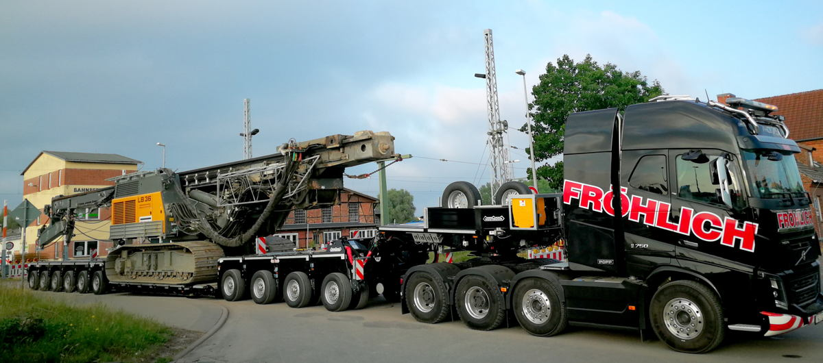 Photo caption 1: Fröhlich Bau Kran und Baustellenlogistik takes the first Nooteboom 4+6 EURO-PX low loader into service for Germany.