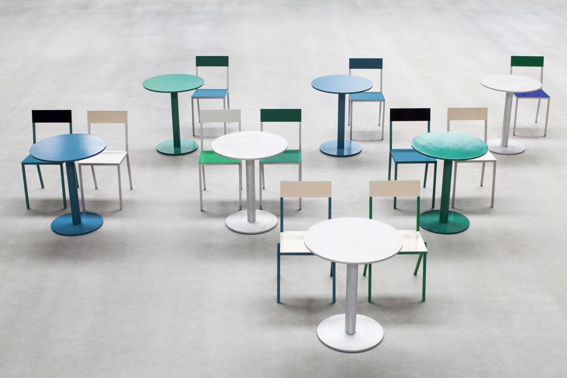 alu table + chairs <br/>© Siska Vandecasteele