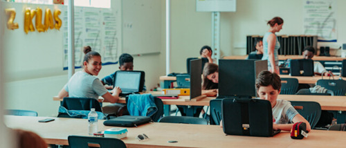 Preview: Norther schenkt meer dan 130 laptops aan Oostendse leerlingen
