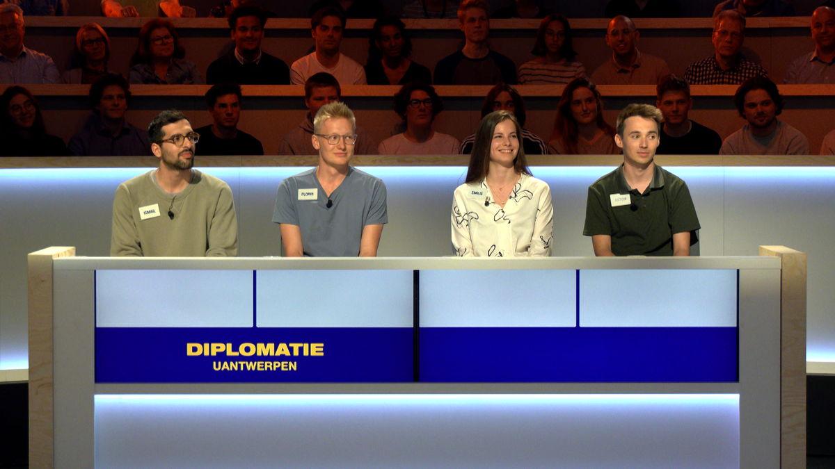 Team Diplomatie UAntwerpen (c) VRT/ Woestijnvis