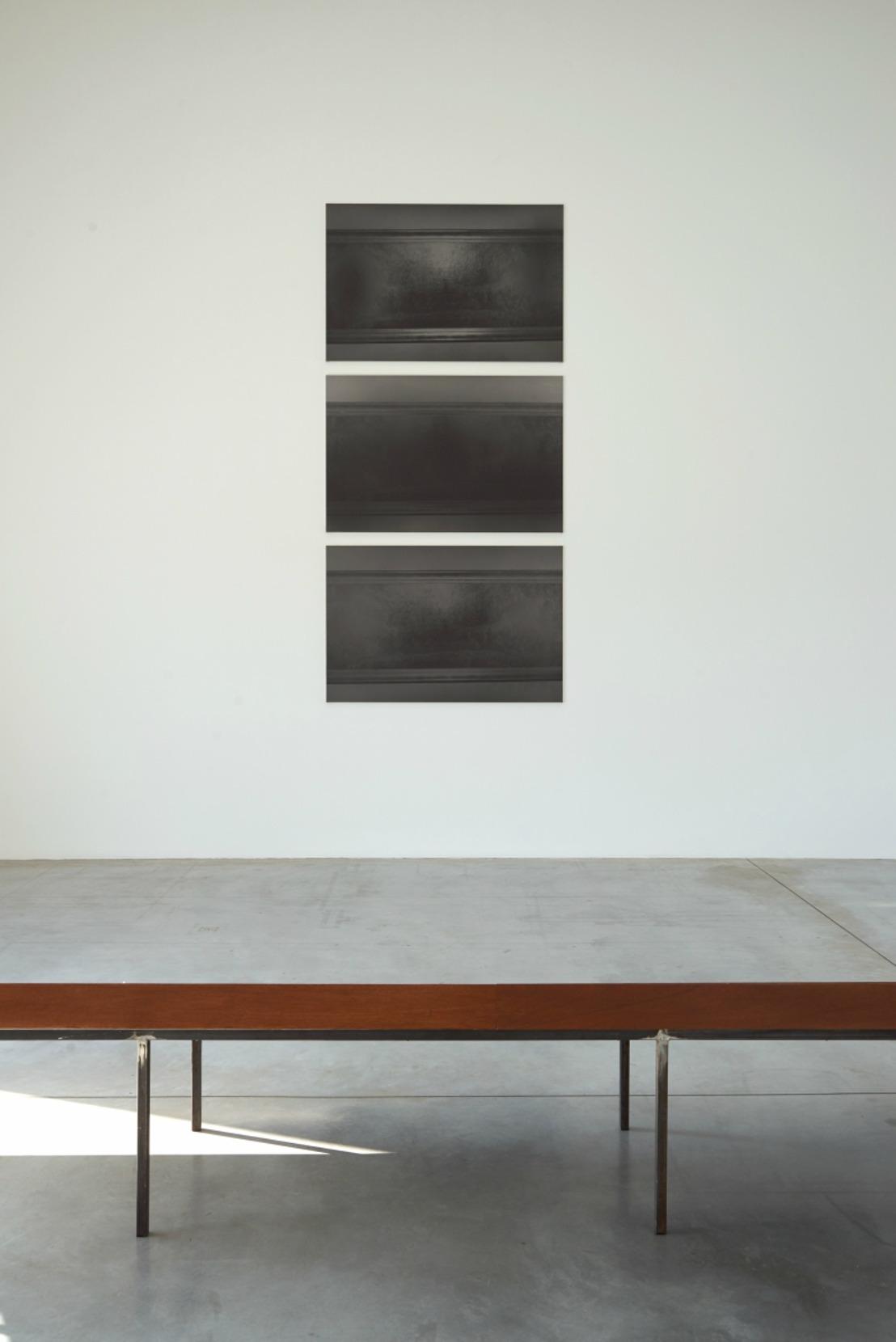 Dirk Braeckman schenkt een drieluik aan M-Museum Leuven