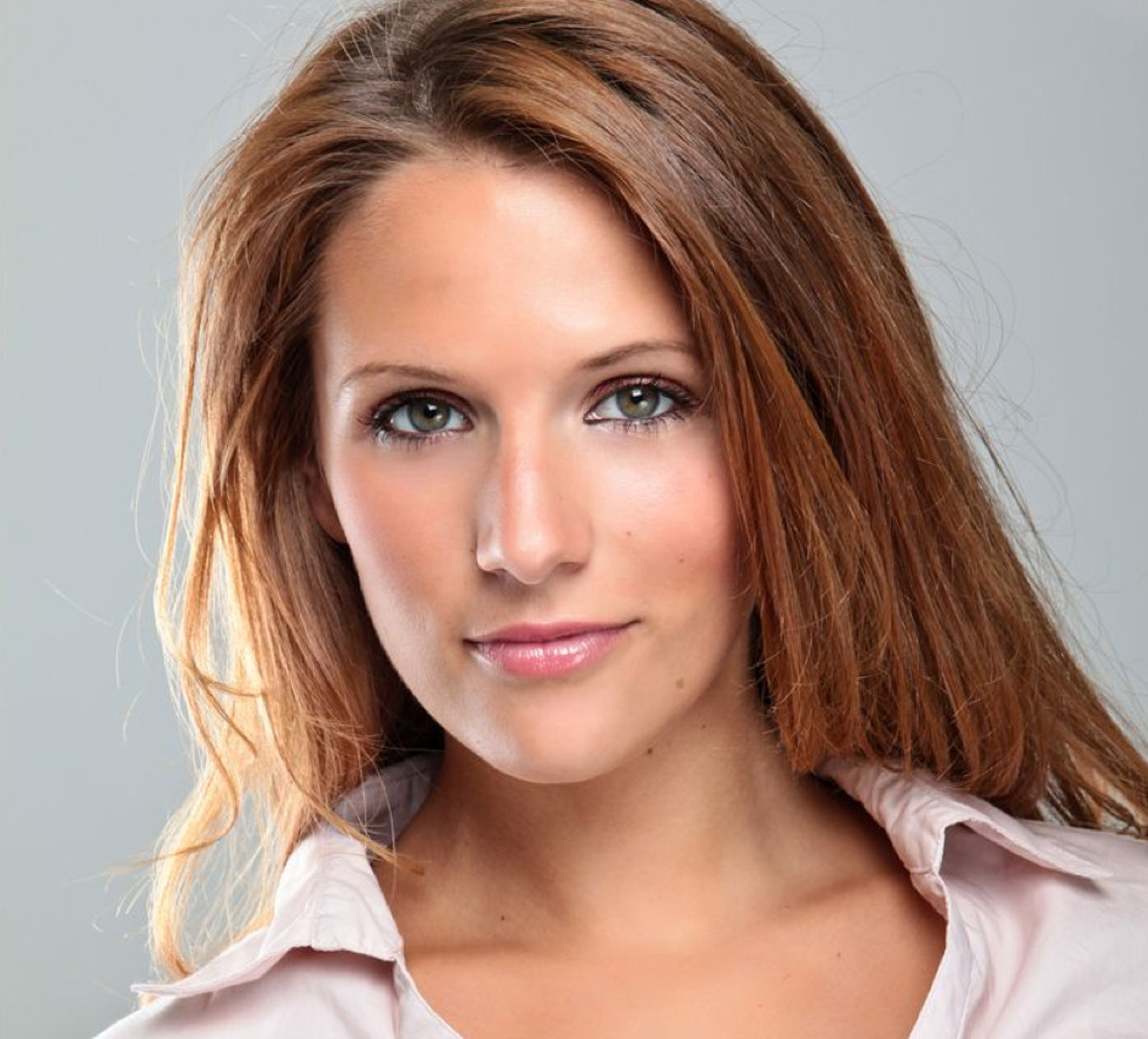 British Actress Victoria Broom Signs With Harris Management
