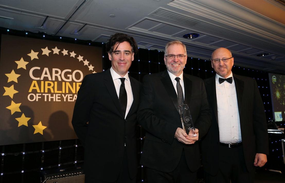 L-R: Stephen Mangan (Actor & Host of the event); Gary Morgan (CEO dnata UK); Glyn Hughes (IATA)