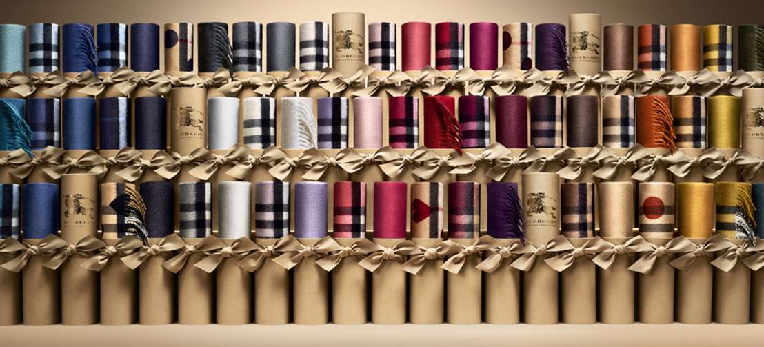 BURBERRY PRESENTA SCARF BAR