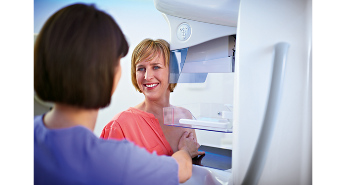 Mammographie numérique : MicroDose SI & IntelliSpace Breast pour une dose inférieure et plus de confort.
