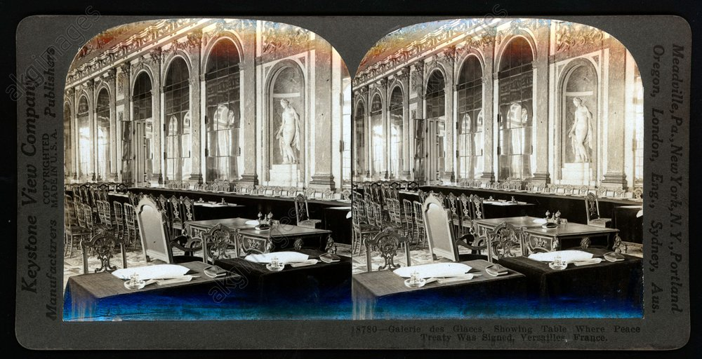 The table of the signing in the hall of mirrors in the Palace of Versailles. 28 June 1919<br/>AKG281836
