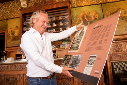 Stadsarchief schenkt panelen Café-expo aan café-eigenaars