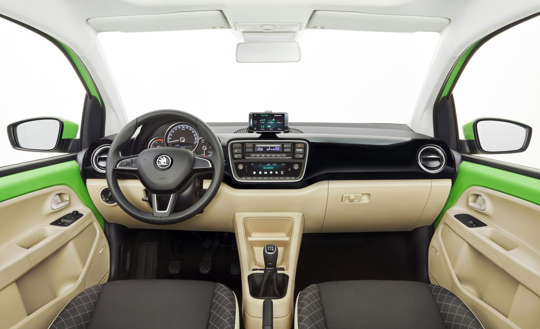 The interior of the ŠKODA CITIGO comes across as young and tidy: with a new instrument cluster in the two-colour dashboard, a multifunction leather steering wheel and seats with integrated headrests.