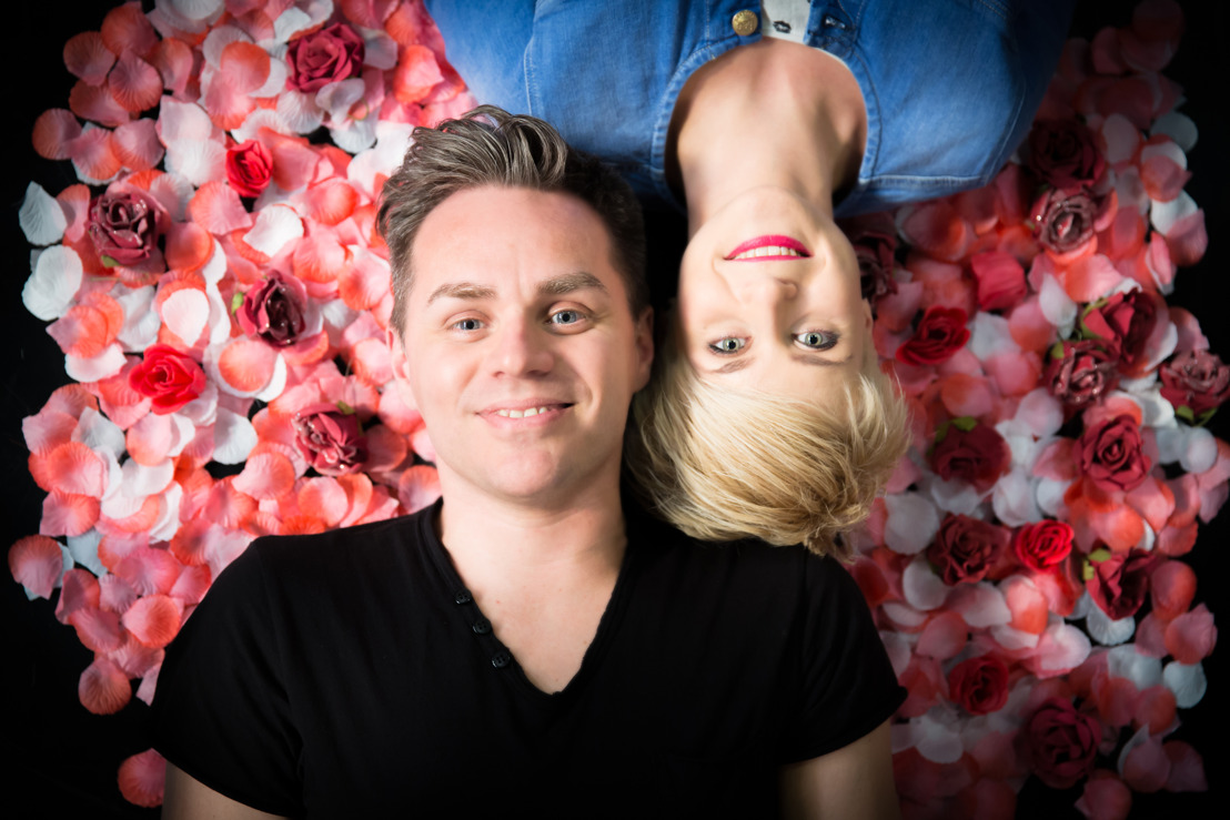 VIDEO | MNM-dj's Peter Van de Veire en Eva Daeleman verbreken wereldrecord met De Langste Liefde