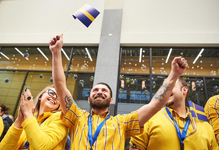 In België realiseerde IKEA 862 miljoen euro omzet en rekruteerde 923 nieuwe medewerkers, onder meer dankzij opening van twee nieuwe woonwarenhuizen in Hasselt en Bergen