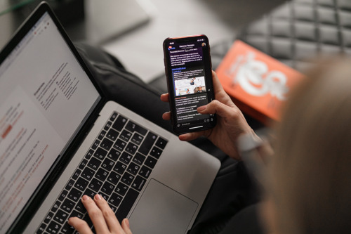 E-mailloze Vrijdag: één op drie werknemers heeft nood aan meer 'digiloze' momenten tijdens werkdag