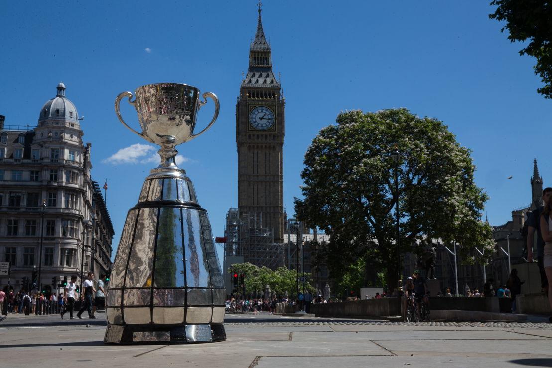 La Coupe Grey avec la Tour Elizabeth Tower (Big Ben) en arrière-plan. Photo: Jim Ross/LCF.